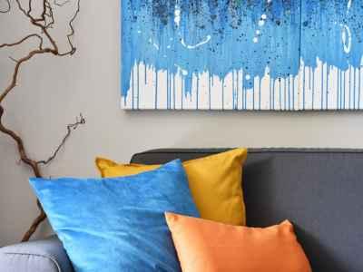 Détails d'art et coussins colorés